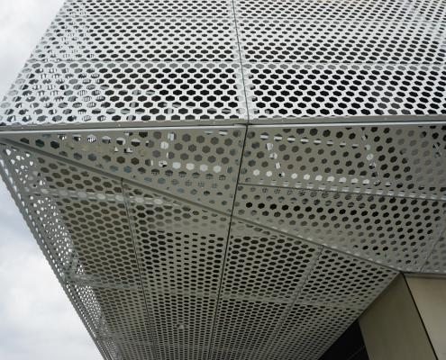 Lochblechkassetten als vorgehängte Fassade